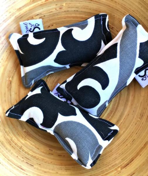 Kitty Catnip Kickers - Standard: Black & White Shadow