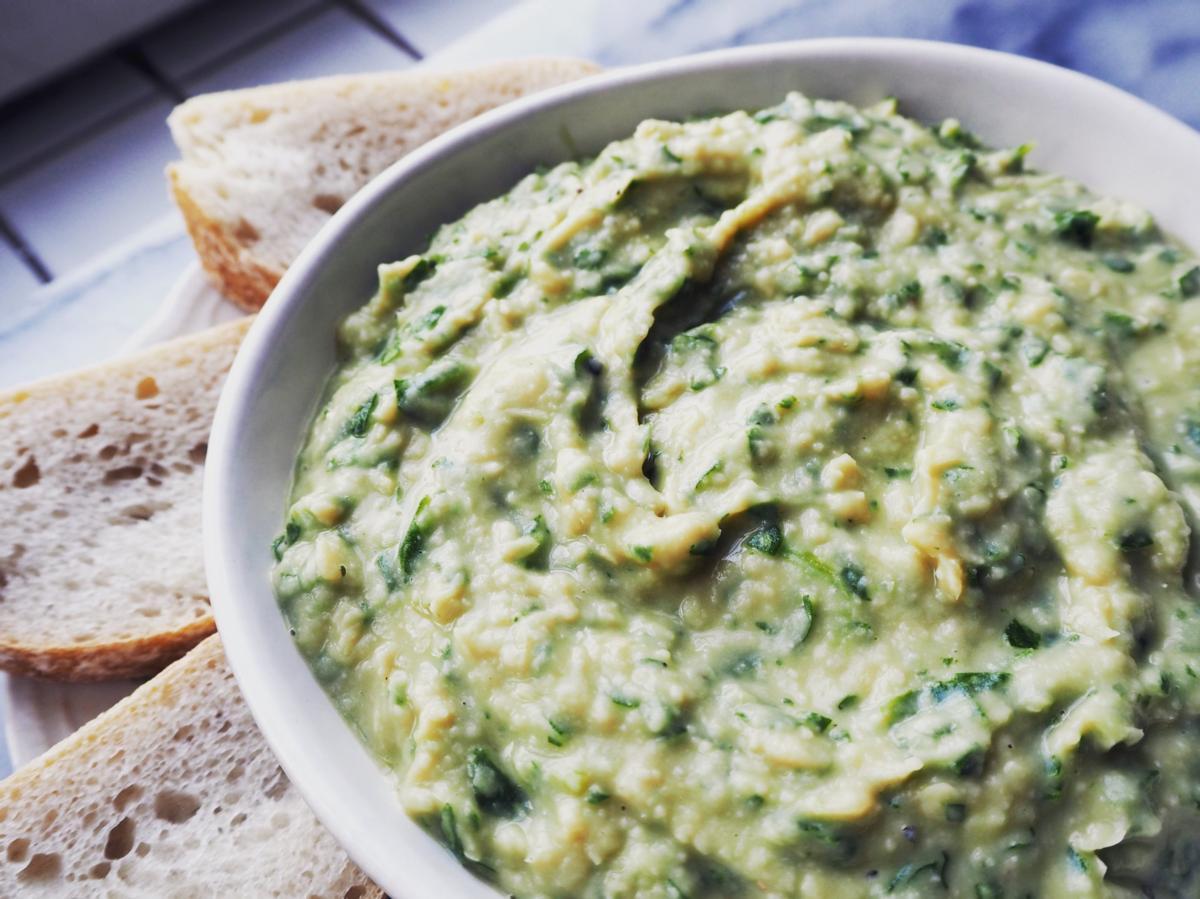 Spinach & Garlic White Bean Dip